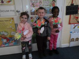 Early Start children say it with flowers!